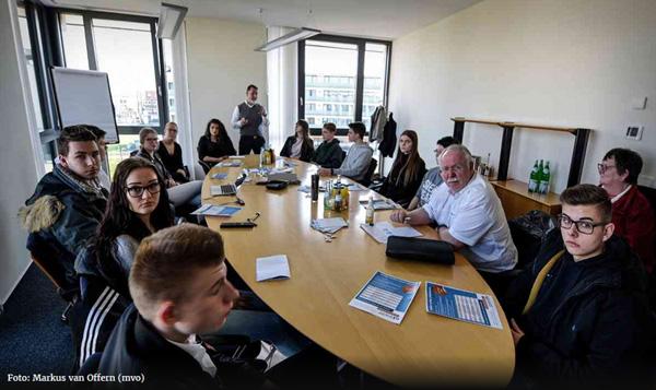 160 Schüler treffen 10 Unternehmen