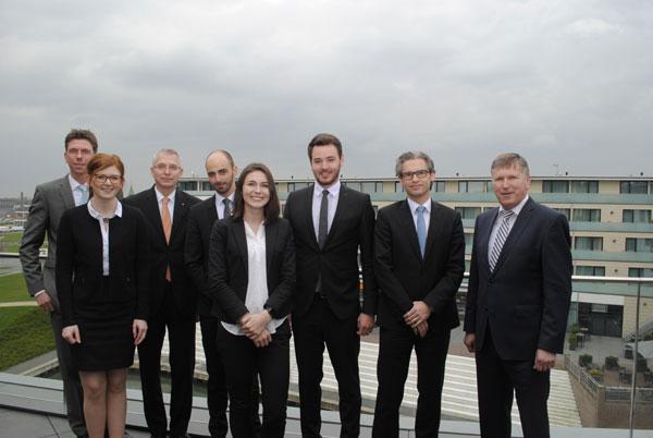 Fünf junge Mitarbeiter der Volksbank Kleverland eG schließen ihr Studium mit großem Erfolg ab