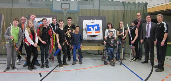 Bogenschützen in der Turnhalle der Dietrich-Bonhoeffer-Schule